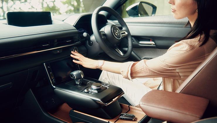 マツダはドライビングポジション(運転姿勢)にこだわっています。
